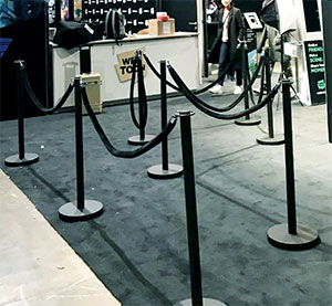 Deluxe Steel Black Stanchion